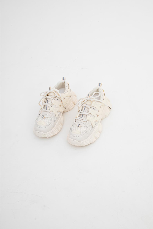 신발 화이트 색상 이미지-S1L13